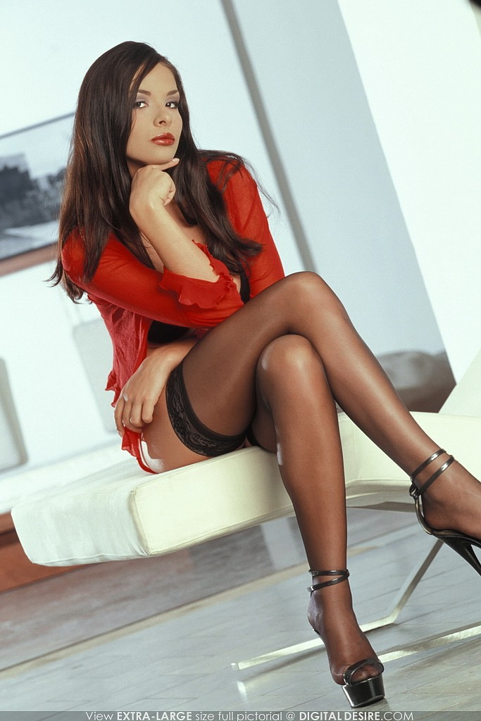 Classy brunette babe Ruth Medina masturbates with foot fetish elements № 331748  скачать
