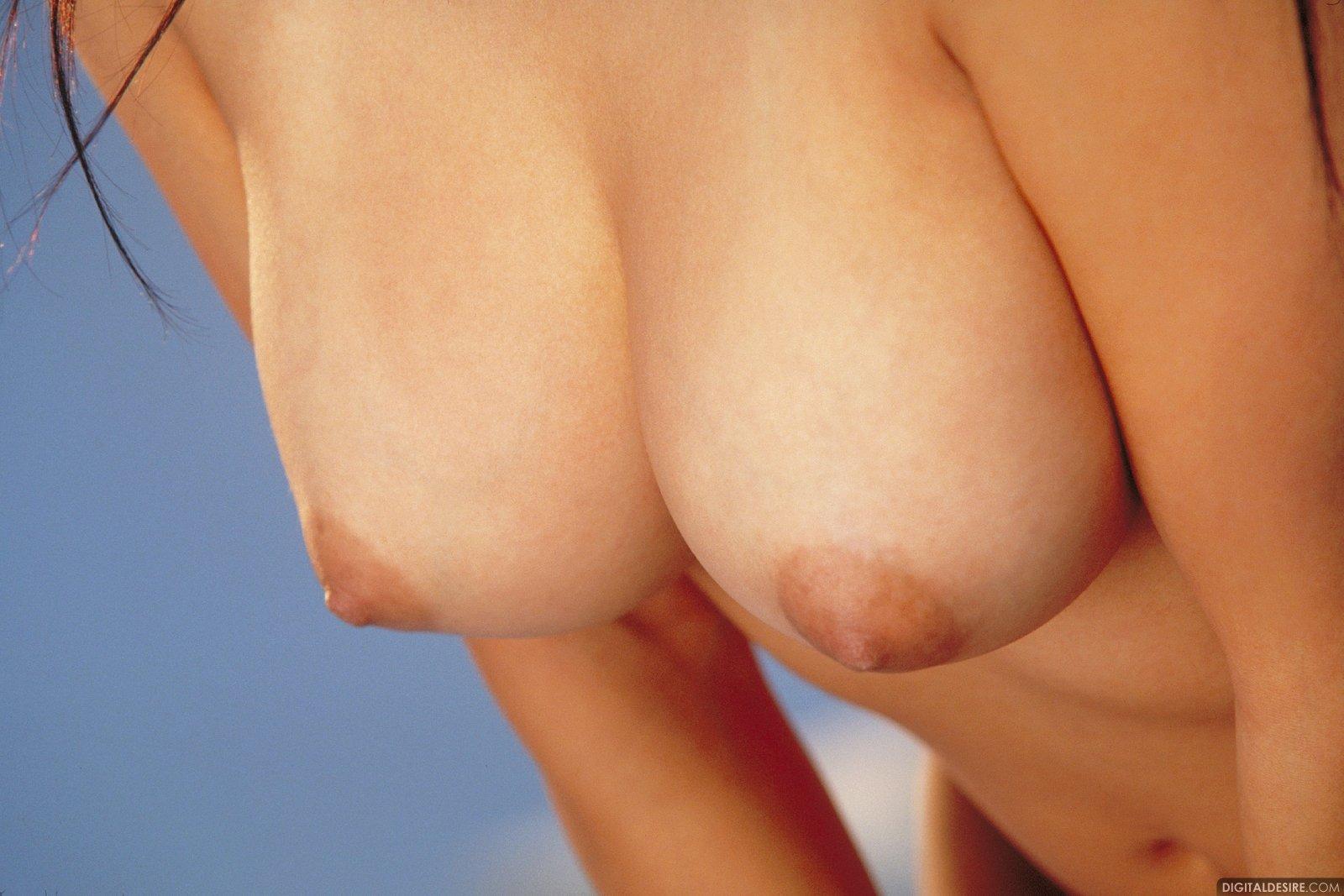 Фото обвисшей маленькой груди 14 фотография