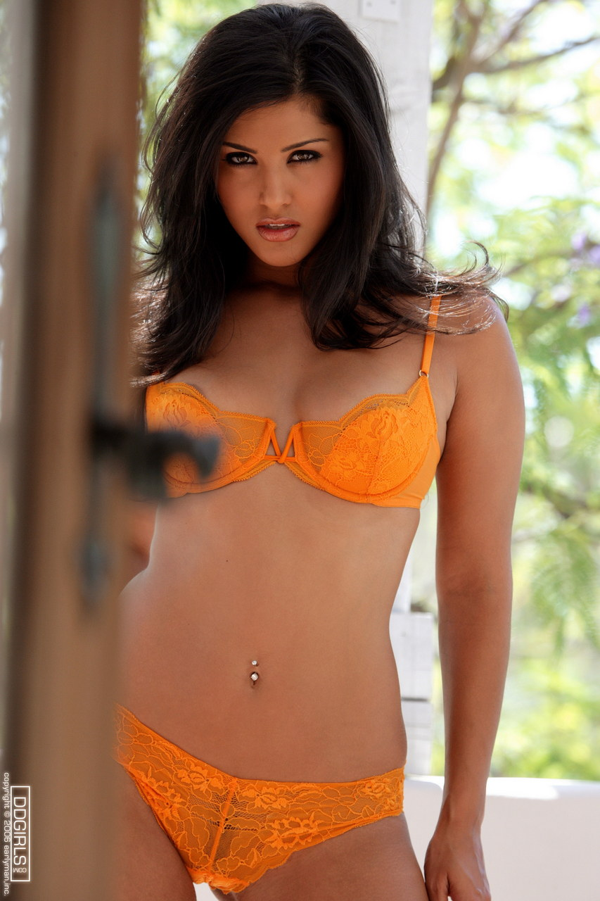 Sunny Leone Orange Bra And Pants 1608-1168