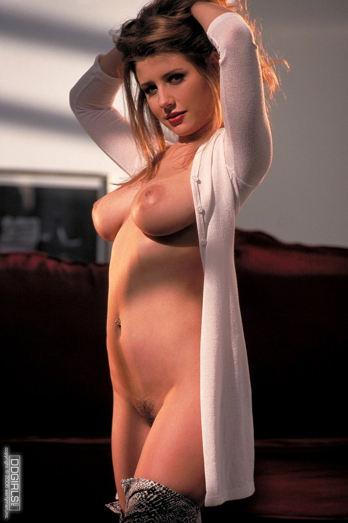Digital Dreamgirls Pics: Erica Campbell Long White Shirt Just Waiting To Come Off