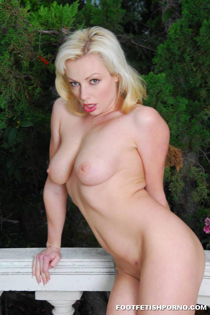 Hot Blonde Foot Fetish 2137-7595