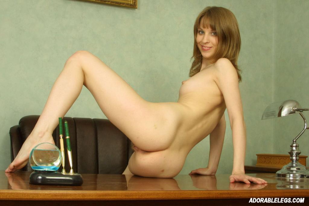 indian slim adult nude model divya showing her naked body photoshoot