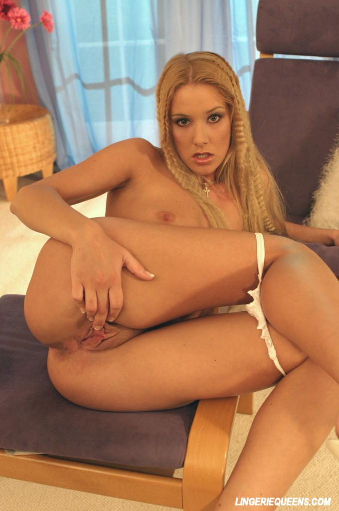 Gorgeous blonde pussy