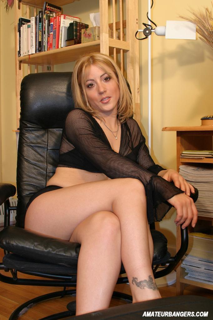 Amateur Secretary Gets Wild At The Office 2382-9201