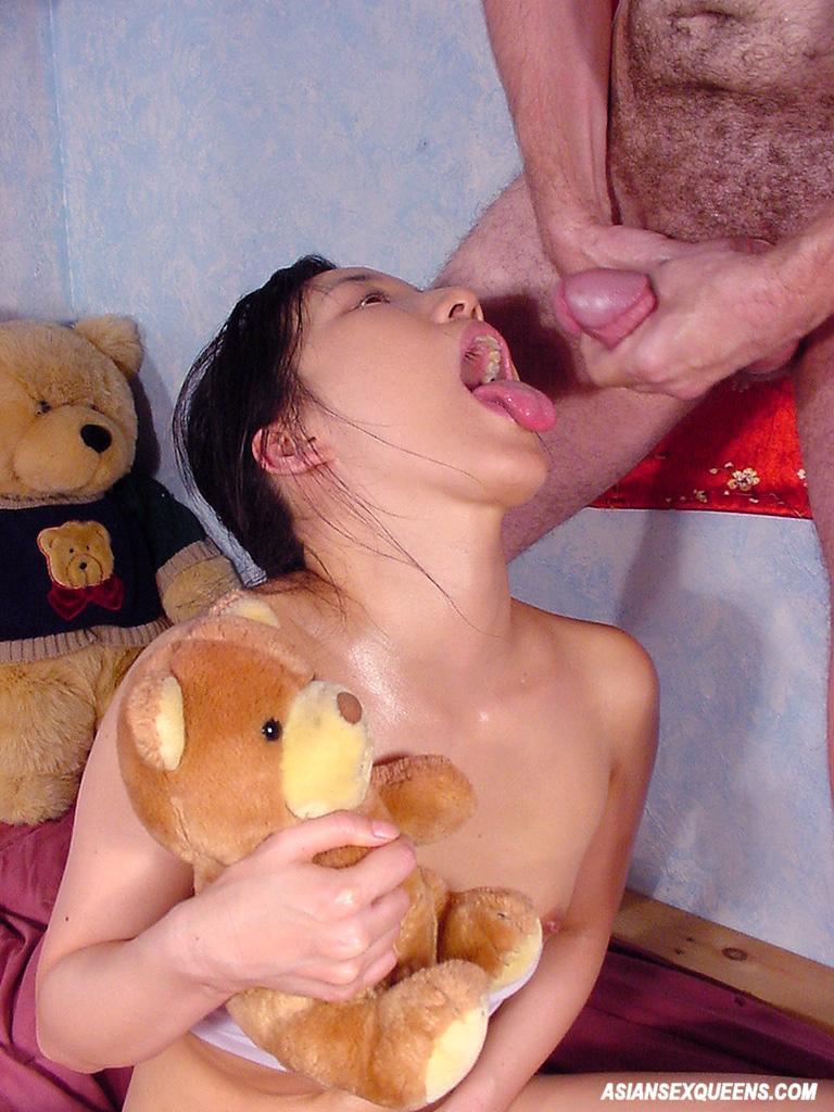 amateur asian babe eating cum