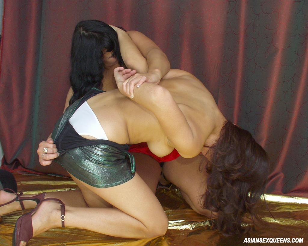 Girl bikini fight