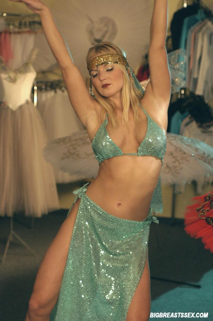 Traditional sexy belly dancing 1