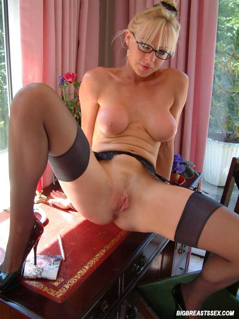 Michelle Manzer Sexy Secretary 2545 - Page 2-6092