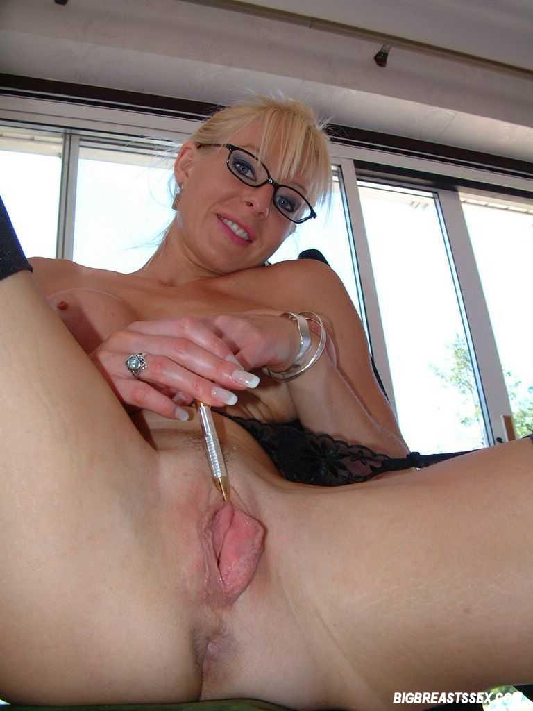 Fingering and toying her sweet pussy on webca 7