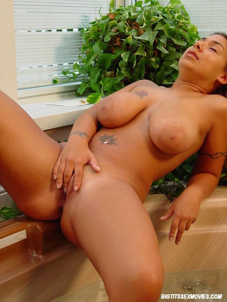 hot an sexy latina masturvating