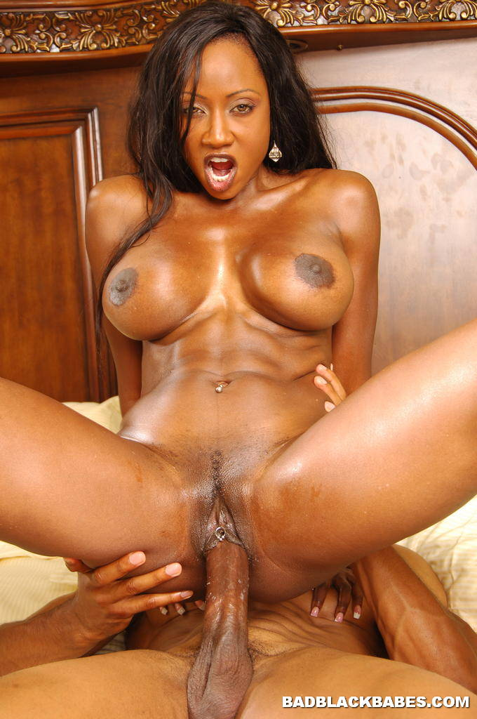 Horny ebony fucking herself while standing
