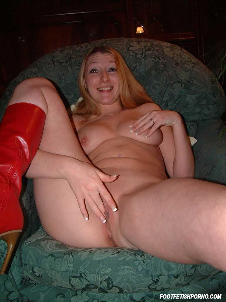 Big dildo amature