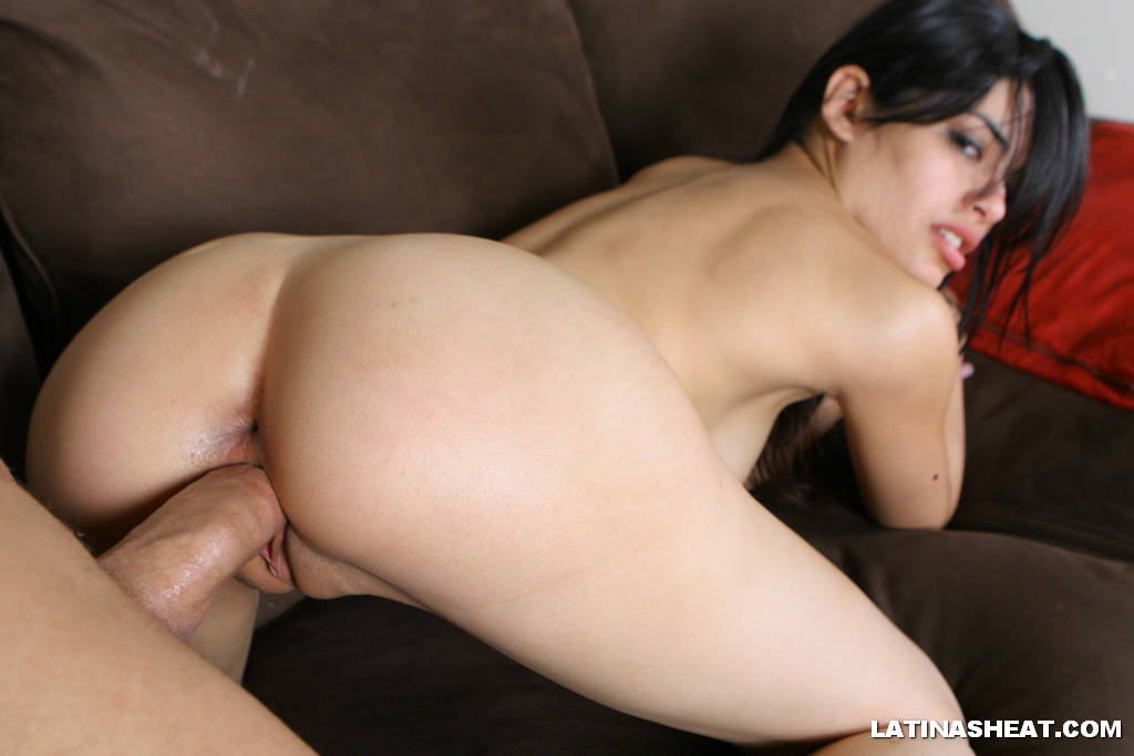 image A smokin hot latina in the pawnshop