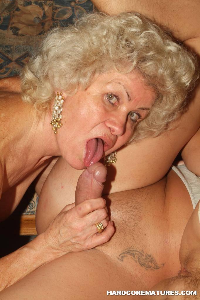 Lesbian fetish slut licks pussy outdoors 7