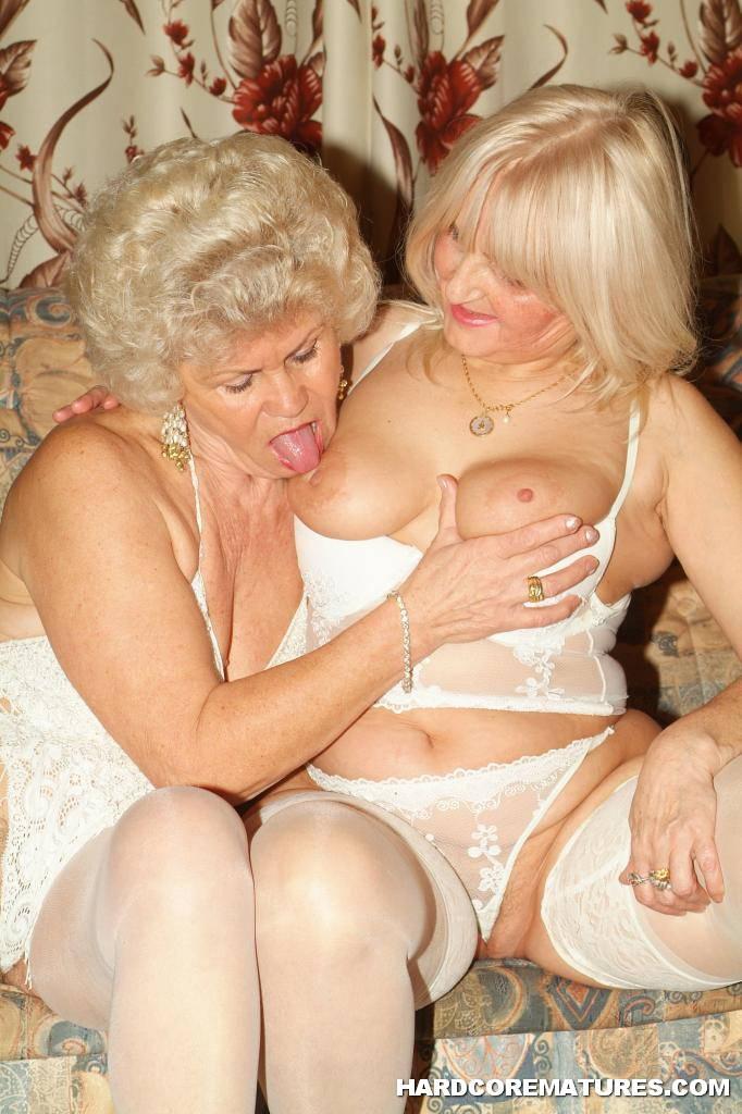 Hardcore pussy licking lesbians, gummi bondage dominatrix