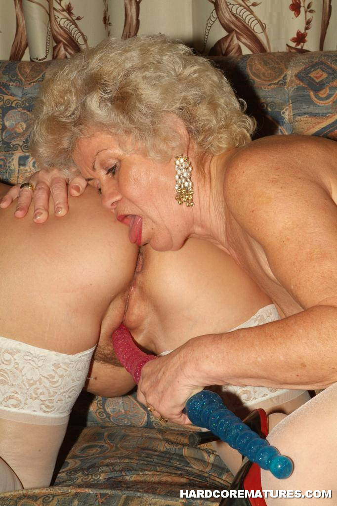 Lesbian Grannies Using Dildo 2696-1076