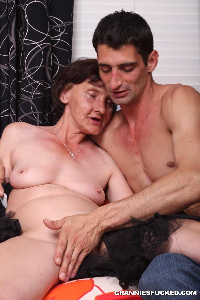 nudiest grandma sucking young girl