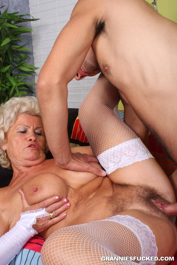 image Blond slut gets licked and sucks
