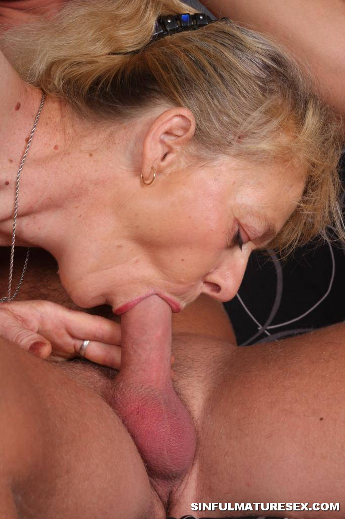 Mature granny blowjob cum