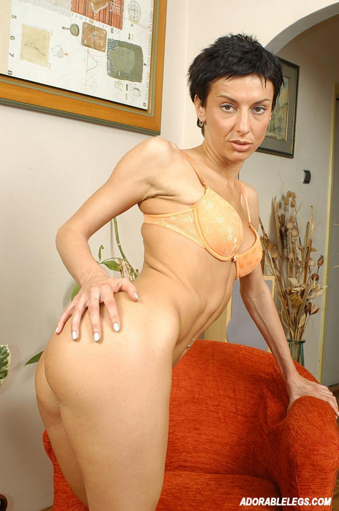 1989 short haired brunettes nudes pics