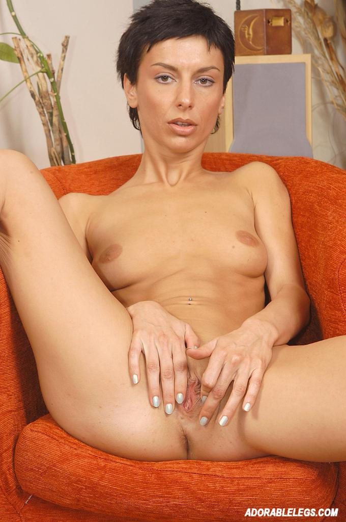 ESSIE: Naked short hair mature galleries