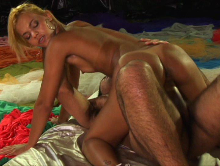 nude black girl giving head