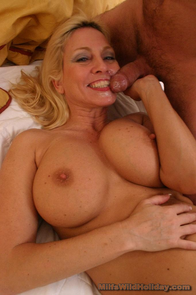 Angela gets wet cunt while ass fucked 10