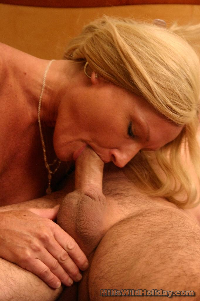 Hot milf gives blowjobs videos