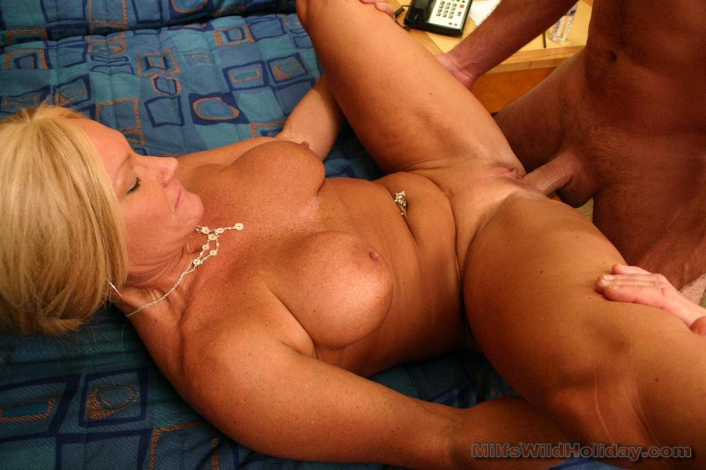 Twink cum eating