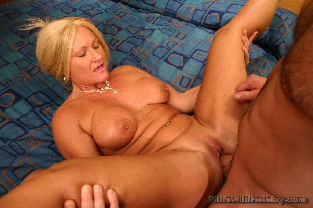 Hot busty mom bj has