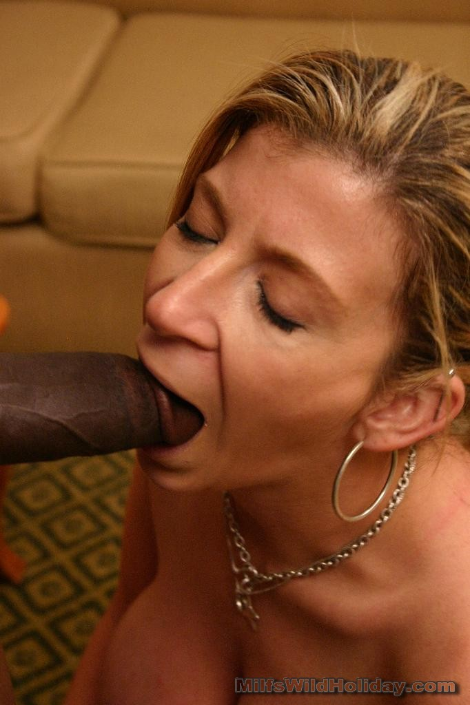 Ebony milf sucking dick