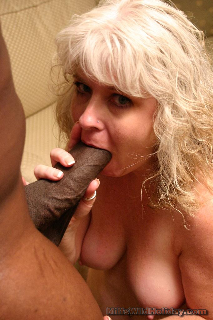 Big black women sucking dick