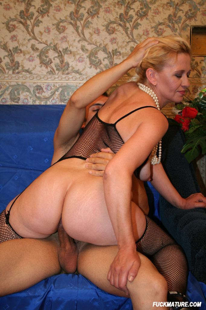 Hot mom threesome