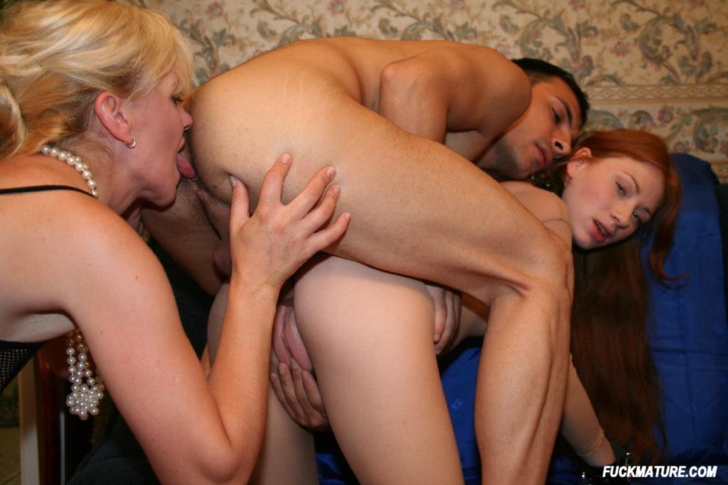 Hot sexy threesume milf