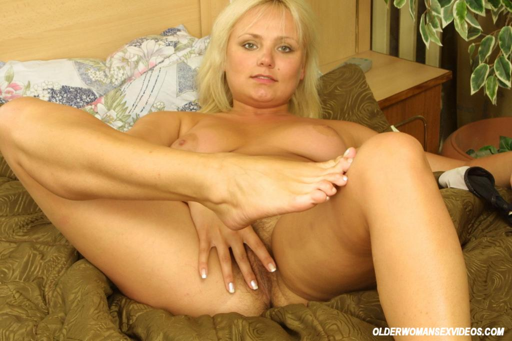 Blonde Teen Amateur Fingers Hairy 27