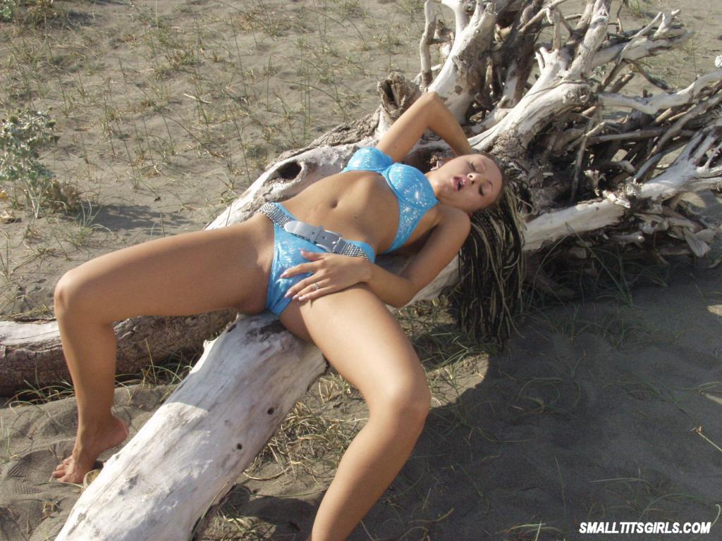 You beach thong pussy showing