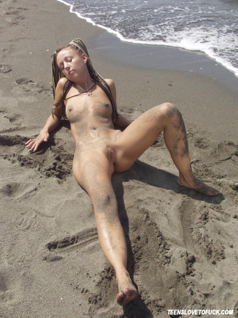 Hot virgin sluts posing here against
