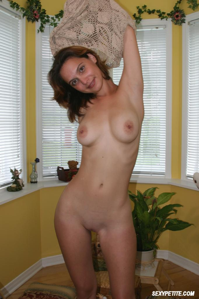Amateurs posing nude