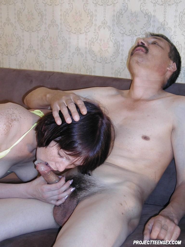 Amatør Par Fucking på sofaen 3324-8864
