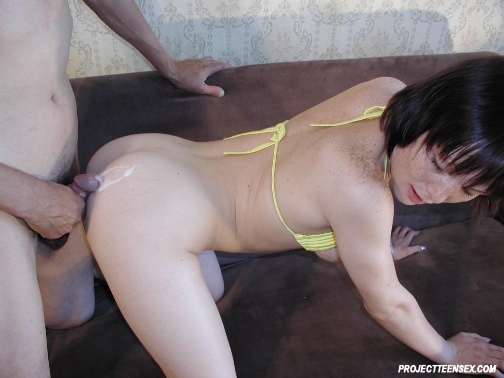 Amateur couples fucking couch