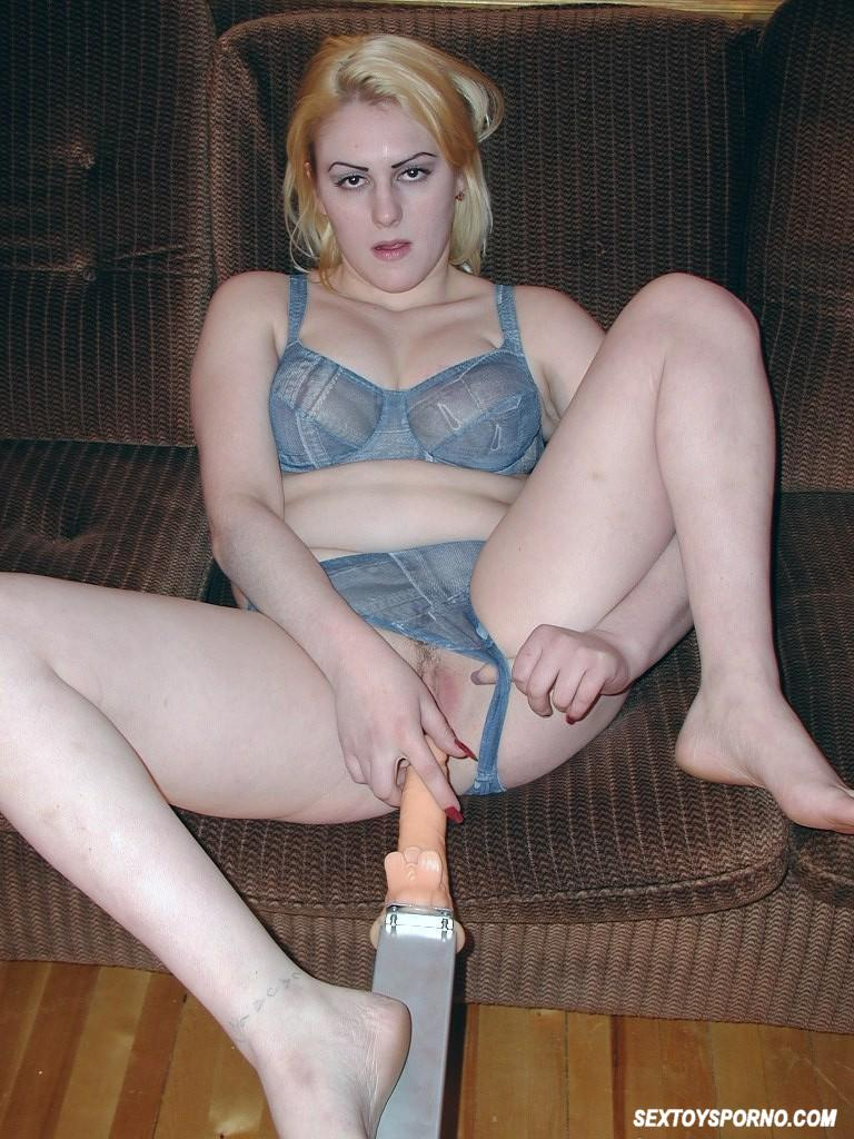 Anal virgin enjoys her first anal