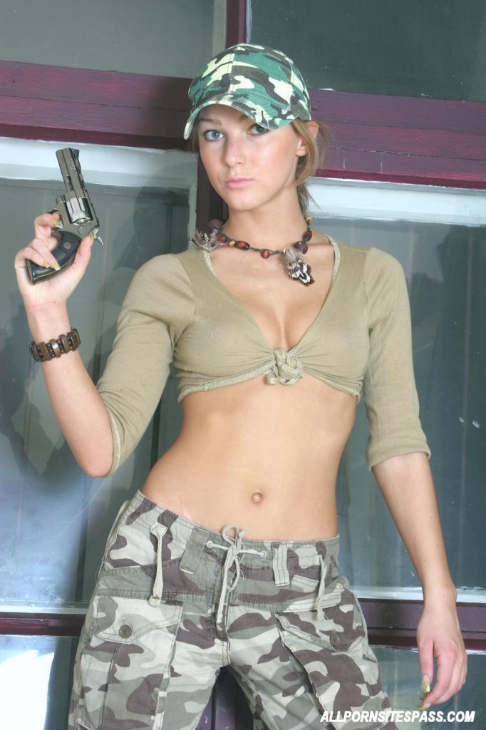 военную девку выебали что