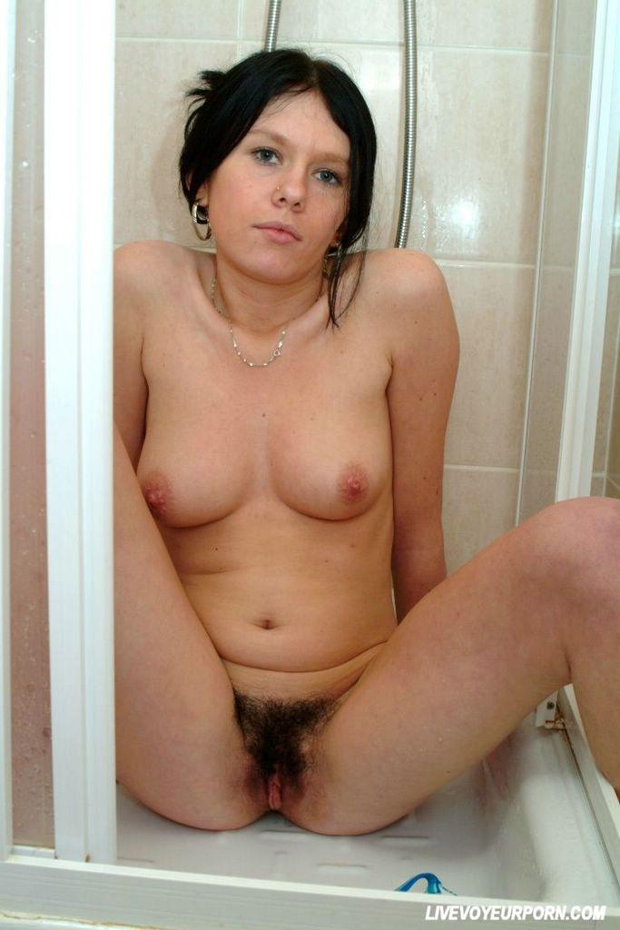 Amateur brunette pussy fucked