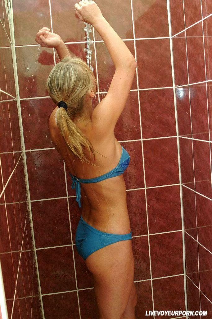Amateur Blonde Showing Hairy Pussy In The Shower 3484-5608