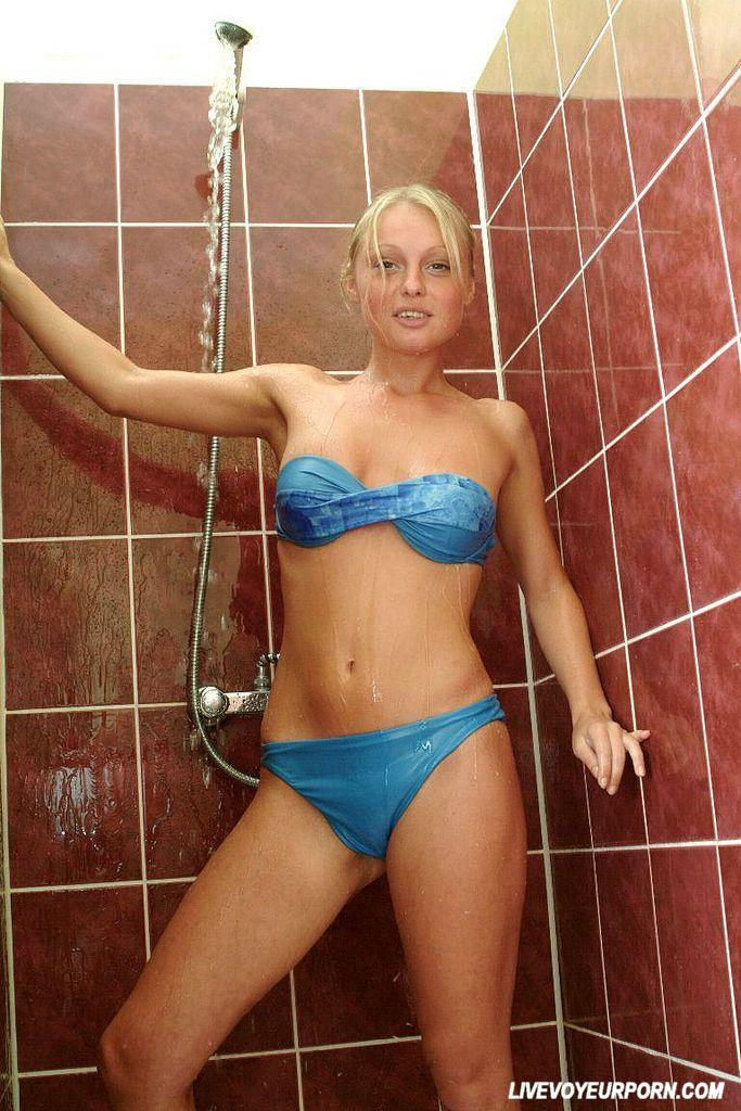 Amateur Blonde Showing Hairy Pussy In The Shower 3484-2065