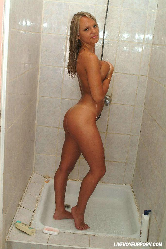 ciltoris hot topless in showers