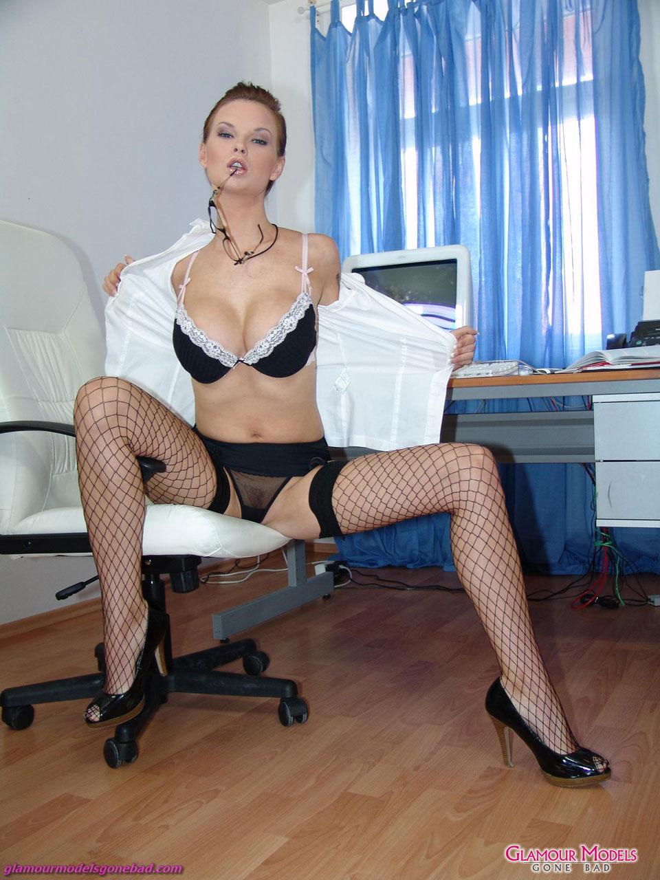 Секс с секретаршей в черных чулках 13 фотография