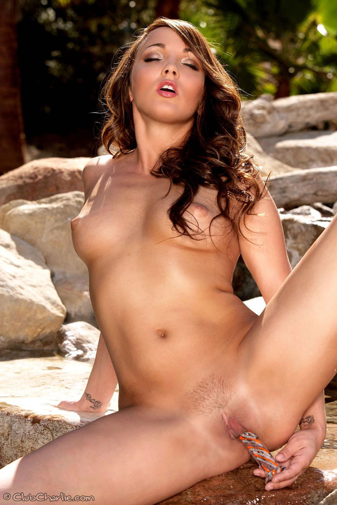 Charlie Laine Naked Outdoors With Her Glass Dildo 4100