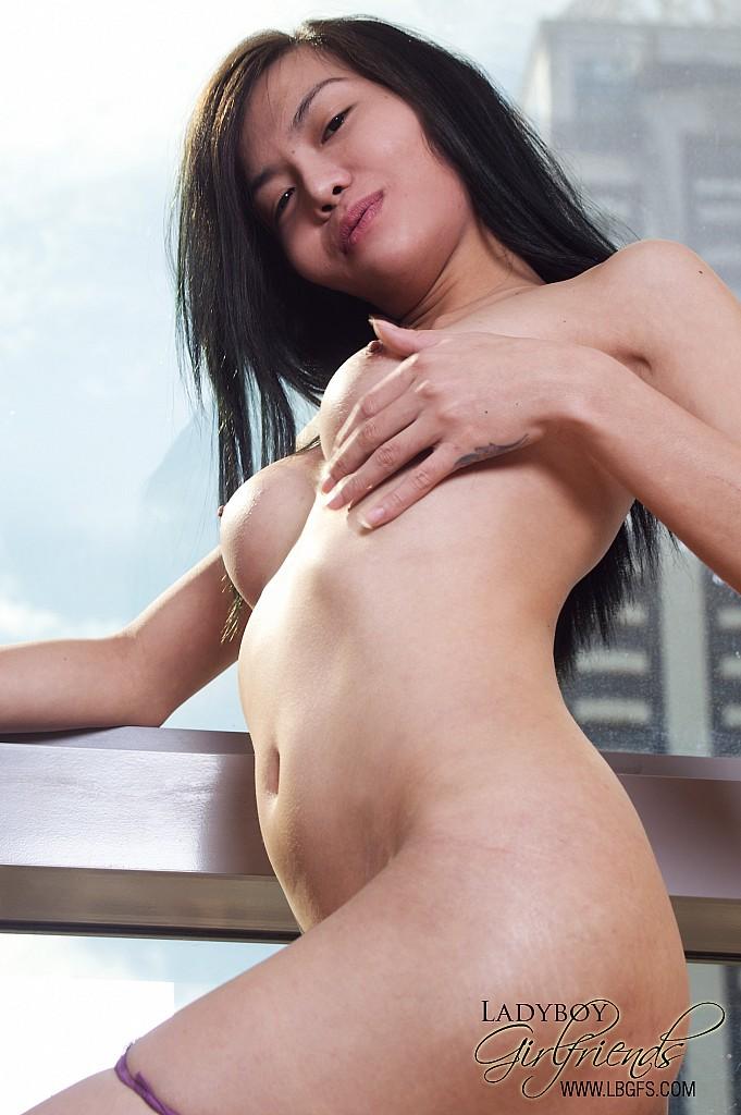 Chica sexy linda con placer chupando y follando