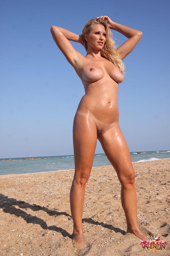 Nikita Valentin Posing Naked In The Sand At The Beach 4408-7204